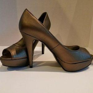 EUC GUESS bronze peep toe platform pumps